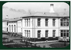 Клиника при университете является наследницей городской детской больницы «В память священного коронования их Императорских Величеств». Она приступила к приему больных 25 мая 1905 года.